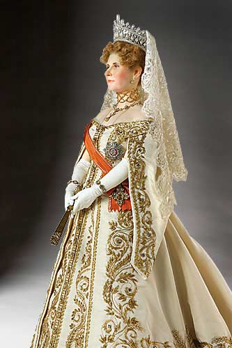 Portrait length color image of Empress Alexandra Fedorovna aka. Императрица Александра Фёдоровна,  Alix of Hesse, by George Stuart.