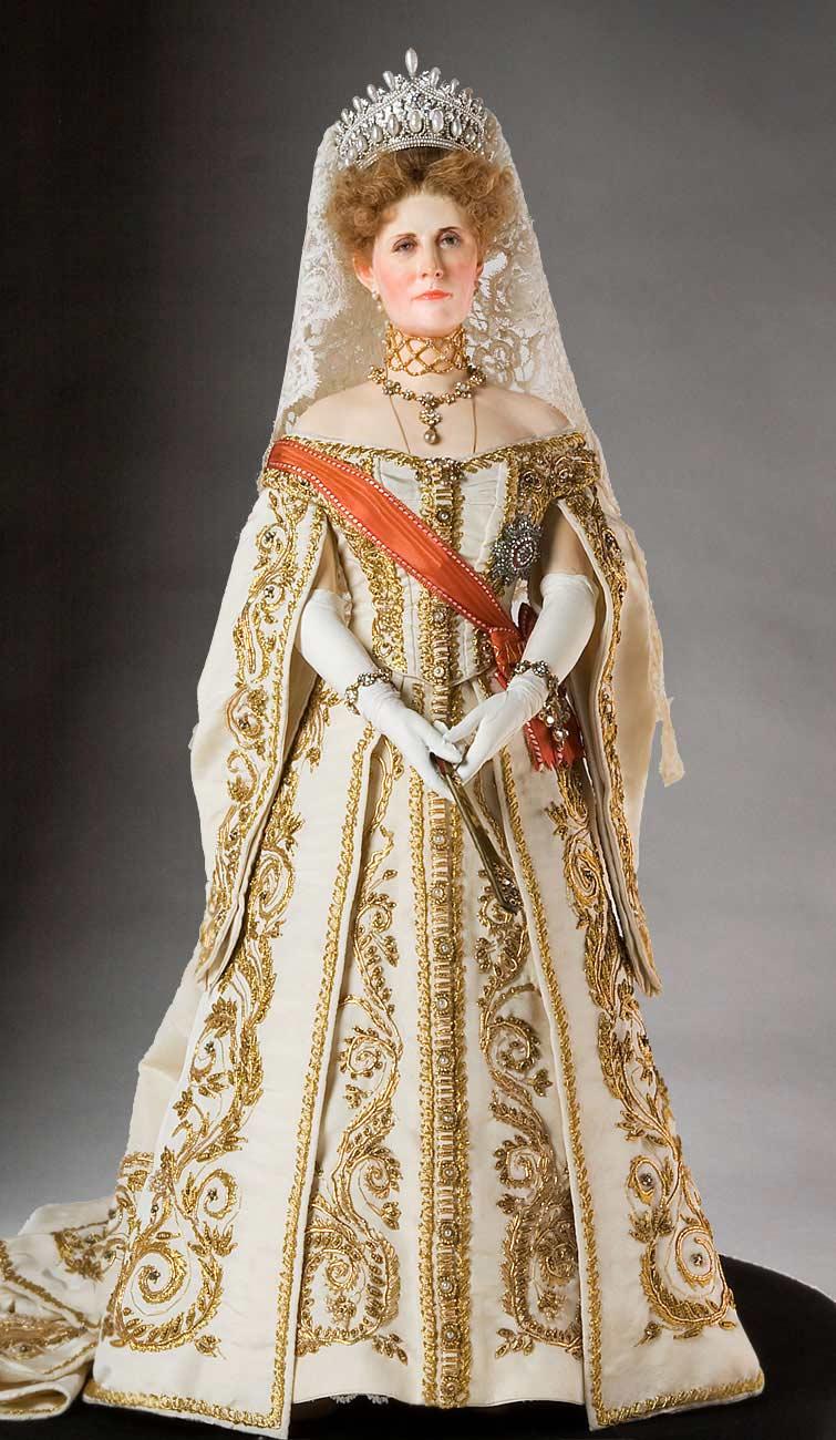 Full length color image of Empress Alexandra Fedorovna aka. Императрица Александра Фёдоровна,  Alix of Hesse, by George Stuart.