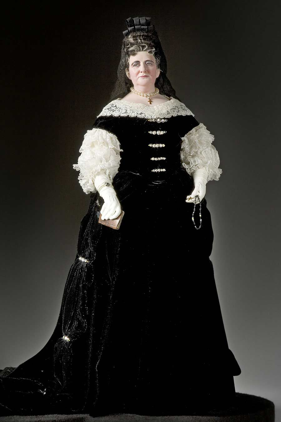 Full length color image of Françoise d'Aubigné, Marquise de Maintenon aka. Madame Scarron, by George Stuart.